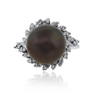 18k White Gold Black Pearl And Round Diamond ring