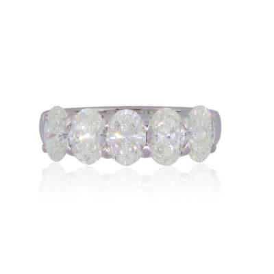 18k White Gold 2.57ctw Oval Diamond Band