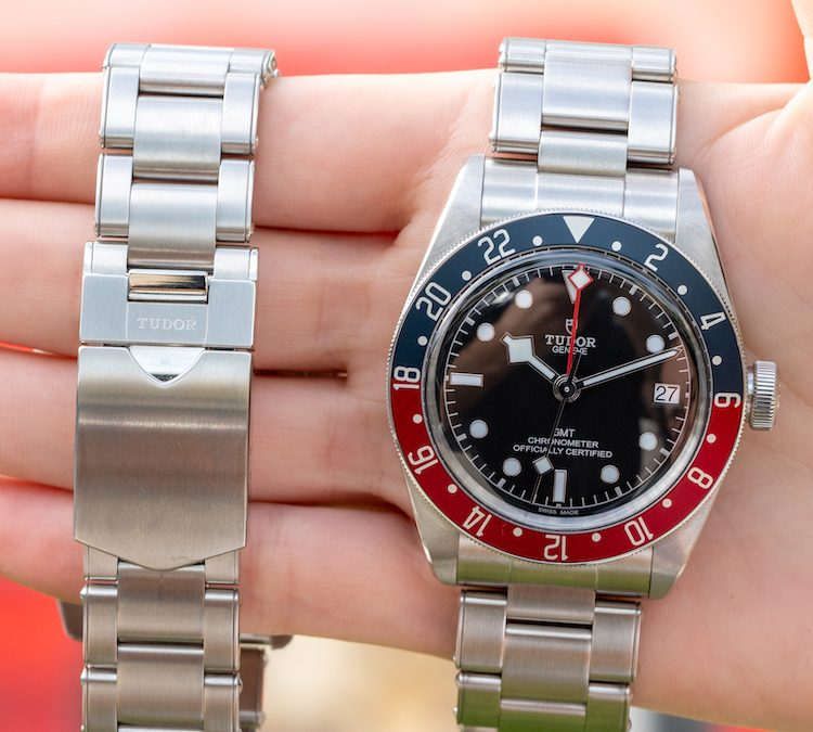"In-depth Review of the Tudor Heritage Black Bay GMT ""Pepsi"" Watch"