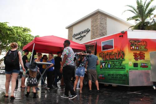 natuurlik vegan food truck